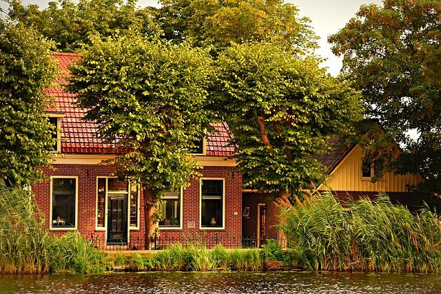 W jaki sposób warto malować elewację domu?